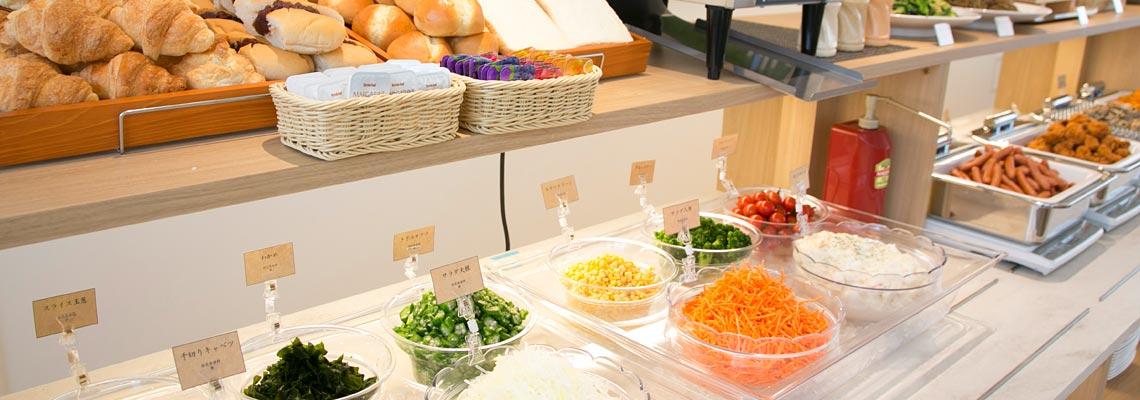女性に嬉しいサラダやパンも各種取り揃えております。